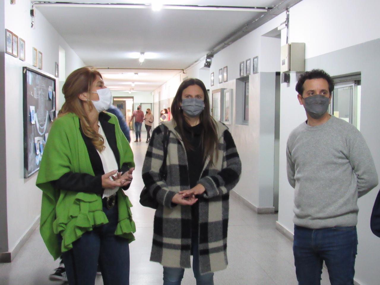 Diego Bartalotta recorrió escuelas junto a Magdalena Sierra y Daniel Menéndez.